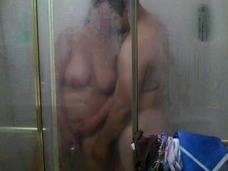 एक नियमित रूप से स्नान कट्टर कमबख्त और cumshot में बदल जाता है :)