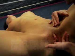 nudefightclub Amirah Adara बनाम jessyka स्वान को प्रस्तुत करता है