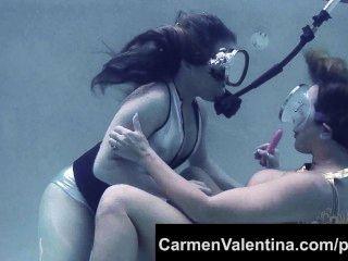 अजीब फूहड़ कारमेन Valentina पानी के नीचे बिल्ली चाट!