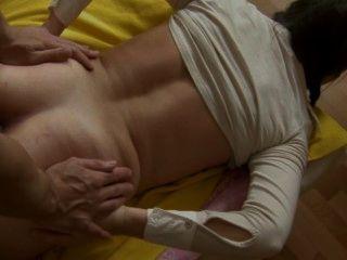 गर्म किशोरों की सब उसे भारी स्तन भर में बड़े पैमाने पर लोड लेता है