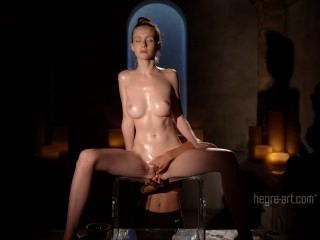 एमिली खिले नग्न Nuru मालिश कुर्सी