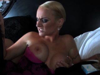 एम्मा लुईस धूम्रपान सेक्स