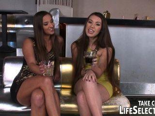 क्लब के मालिक दो नशे लड़कियां shags