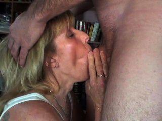 नए आदमी मेरे मुंह में और सब मुझ पर pisses और फिर मेरे मुँह में cums!