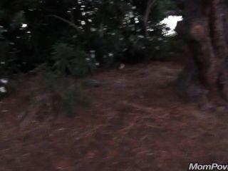 सार्वजनिक पार्क में बड़ी तैसा GILF चमक