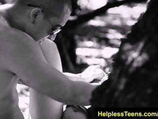 helplessteens.com सोफिया टोरेस deepthroat blowjob और किसी न किसी आउटडोर सेक्स