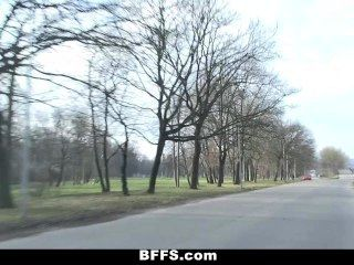 फॉक्स - slutty यूरो किशोर एक पागल सड़क यात्रा पर जाना!