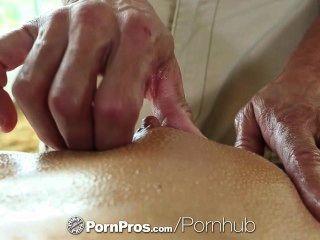 HD PornPros - सेक्सी श्यामला एड्रियाना Chechik छेद मालिश के बाद भरा हो जाता है