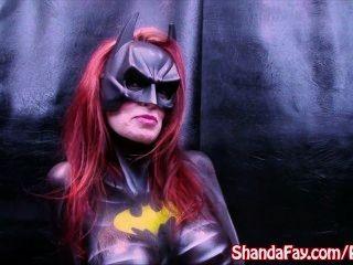 कनाडा एमआईएलए Shanda फे!Batgirl है और बड़ा dildo के साथ खेलता है!