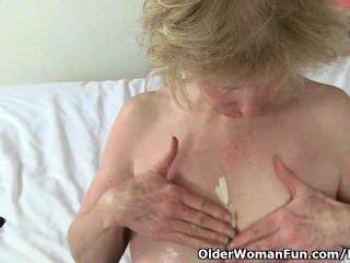 ब्रिटिश दादी मोती उसे उच्च सेक्स ड्राइव के लिए कुख्यात है