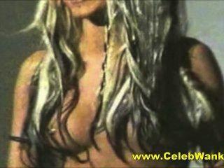 क्रिस्टीना एगुइलेरा नग्न बड़े स्तन प्रसिद्ध व्यक्ति एमआईएलए