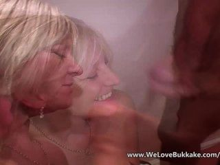 पुराने परिपक्व पत्नी Bukkake करता है