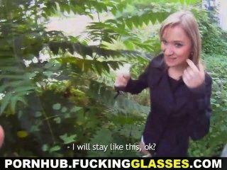 कमबख्त चश्मा - गोरा प्यारा आउटडोर सेक्स में धोखा