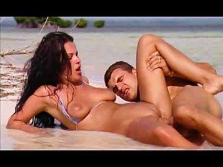 शानदार महिला गुदा समुद्र तट सेक्स