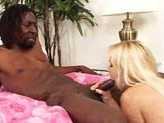 सुनहरे बालों वाली वेश्या काला मुर्गा craves