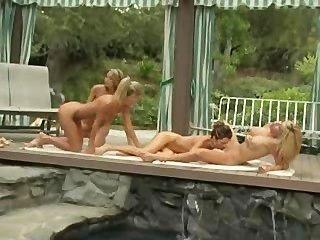 पूल साइड पर समलैंगिक foursome