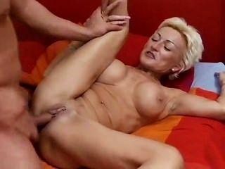परिपक्व महिला कैसे बकवास करने के लिए उसे पता चलता है