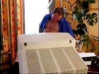 फ्रेंच एमआईएलए एक कार्यालय कमबख्त हो जाता है
