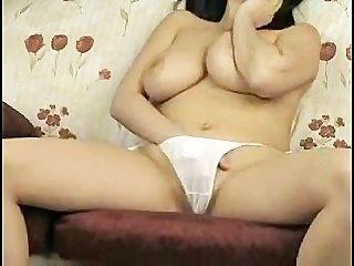 अच्छा सफेद जाँघिया के साथ बिग छाती महिला