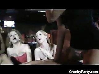 कामुक hotties जंगली पार्टी हिरन!