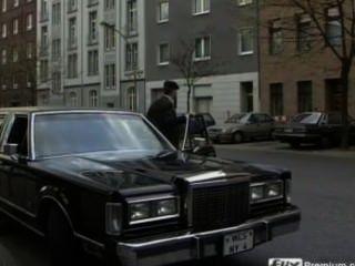 जर्मन एमआईएलए बाईकर्स द्वारा gangbanged