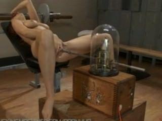 Jayden कोल मशीनों मुश्किल उसे बिल्ली कमबख्त के साथ हार्ड orgasms तेजस्वी गया है
