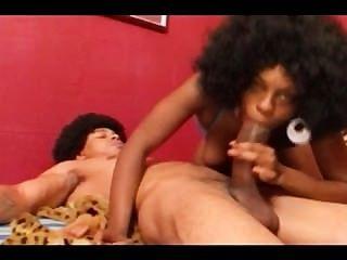 इधर-उधर के साथ काली लड़की गड़बड़ हो जाता है