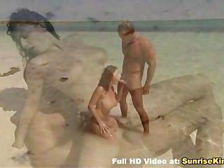 बेब समुद्र तट blowjob सेक्स और सह
