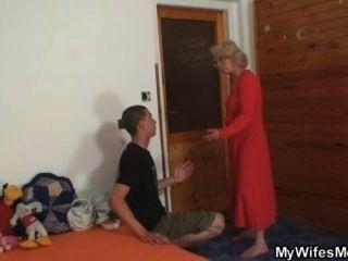 पत्नी उसे उसके पुराने माँ कमबख्त पाता