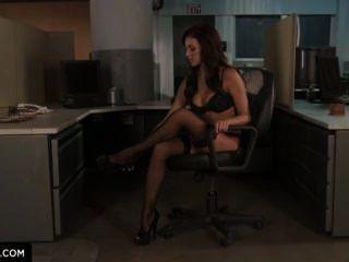 Breanne बेन्सन आप कैसे कार्यालय में गड़बड़ हो को दर्शाता है।