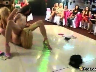 डांस फ्लोर पर समलैंगिक नंगा नाच