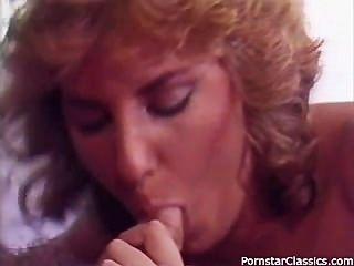 रेट्रो 80 के दशक अश्लील पोर्न स्टार की पार्टी