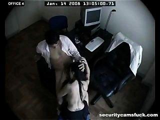 कार्यालय बकवास सुरक्षा कैमरे द्वारा फिल्माया