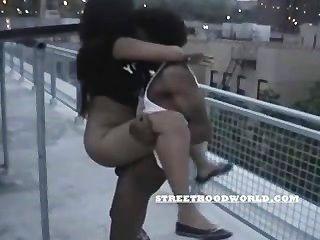 शौकिया किशोर छत निर्माण पर बकवास