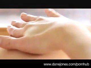 सुंदर स्तनों और चरमोत्कर्ष danejones