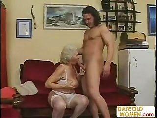 स्कॉटिश पुराने दादी गड़बड़ हो जाता है