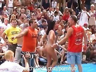 इंडियाना भाग 1 में नग्न त्योहार