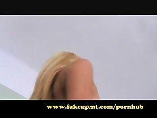FakeAgent गोरा शौकिया तंग गधे है!