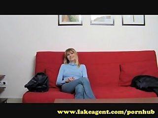 नकली एजेंट।बड़े पैमाने पर निपल्स गर्भवती गोरा पर मेरी आँख पकड़ा।