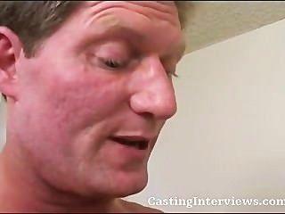 किटी गर्म सेक्स दृश्य के लिए डाली है