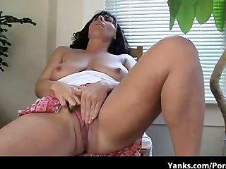 लिन, सुपर अद्भुत स्तन के साथ माँ