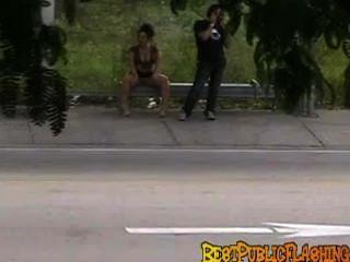 एक मियामी बस स्टॉप पर peeks bestpublicflashing