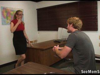 छात्र असफल साबित हुई है लेकिन उसके शिक्षक उसे एक Suckoff के साथ समाप्त हो जाएगी