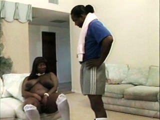 भारी स्तन के साथ काले माँ