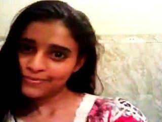 एक भारतीय किशोरी की लंबी क्लिप