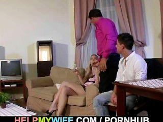 गांठदार पुरुष देखता है उसकी पत्नी गड़बड़ हो रही है