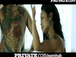 निजी: गुदा एशियाई टैटू स्नान त्रिगुट में किशोर!