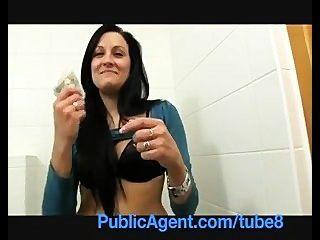 PublicAgent सेक्सी क्लैर मुझे रेस्तरां शौचालय में कमबख्त