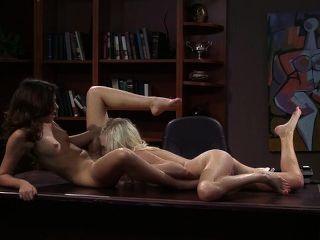 Cassie Laine और एलेना Raye