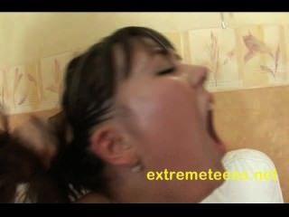 रूसी किशोरों उसे बिल्ली वैक्यूम whilst गुदा हो रही पंप है